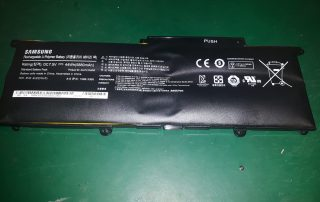 Spuchnięta bateria do laptopa Samsung